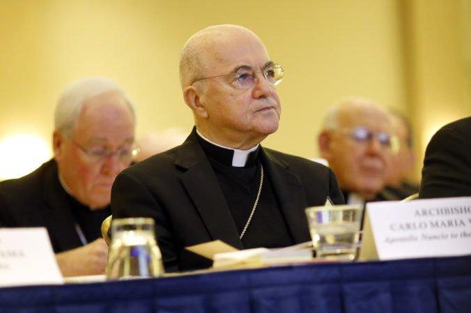Bývalý arcibiskup vyzval v liste pápeža Františka k odstúpeniu, on sa zatiaľ odmieta vyjadriť