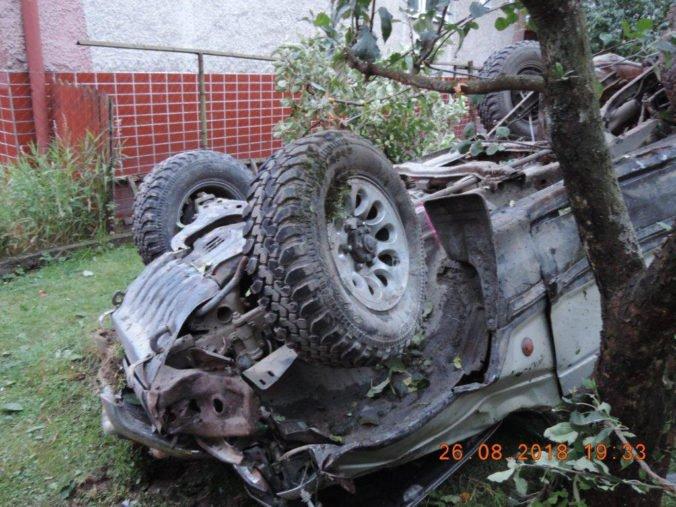 Foto: Vodič Golfu počas predbiehania Mitsubishi strhol riadenie, traja ľudia sú vážne zranení
