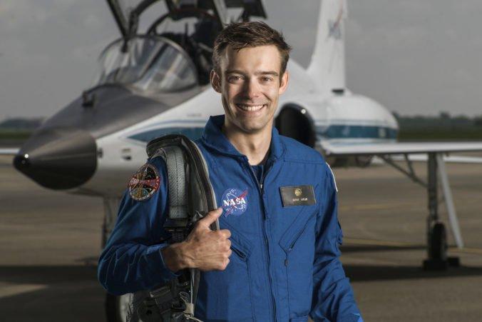 Po dlhých päťdesiatych rokoch opustil NASA počas výcviku budúci astronaut