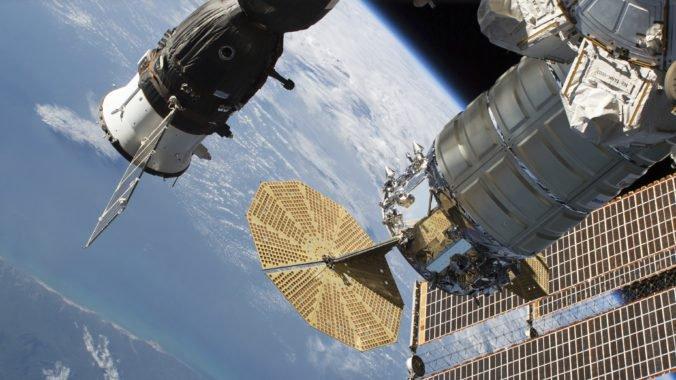 Z ruskej časti ISS uniká vzduch, podľa NASA však astronautom nehrozí nebezpečenstvo