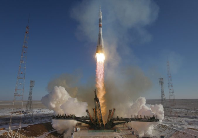 Trhlinu na ruskej časti ISS opravili, tlak sa vrátil na normálnu hodnotu
