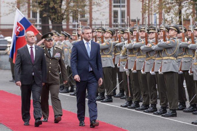 Foto: Pellegrini bol na kontrole ministerstva obrany, Gajdoš ho informoval o trendoch aj nedostatkoch