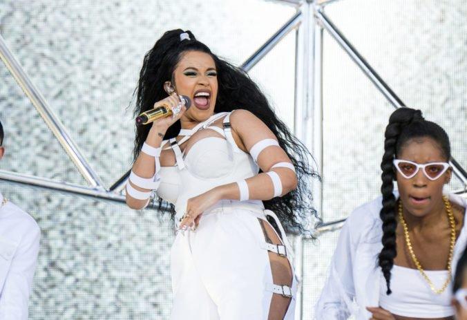 Nominácie na American Music Awards ovládli Cardi B a Drake
