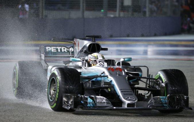 Video: F1 sa po európskej sérii pretekov sťahuje do Ázie, pôjde sa nočná Veľká cena Singapuru