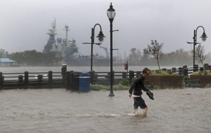Foto: V Severnej Karolíne hrozia pre tropickú búrku Florence mohutné záplavy, úrady evakuujú ľudí