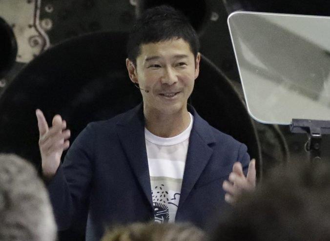 Japonský miliardár absolvuje so SpaceX let okolo Mesiaca, na cestu chce vziať nielen umelcov