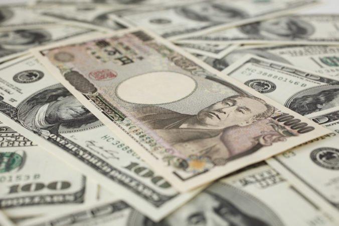 Dôvera amerických spotrebiteľov posilnila, dolár stúpol voči jenu