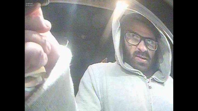 Foto: Polícia pátra po mužovi, ktorý kradnutou kartou z bankomatu vybral 2000 eur