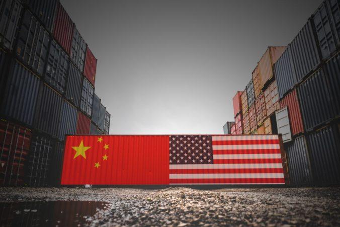 Dlhá obchodná vojna by viac poškodila USA ako Čínu, tvrdia ekonómovia z Európskej centrálnej banky