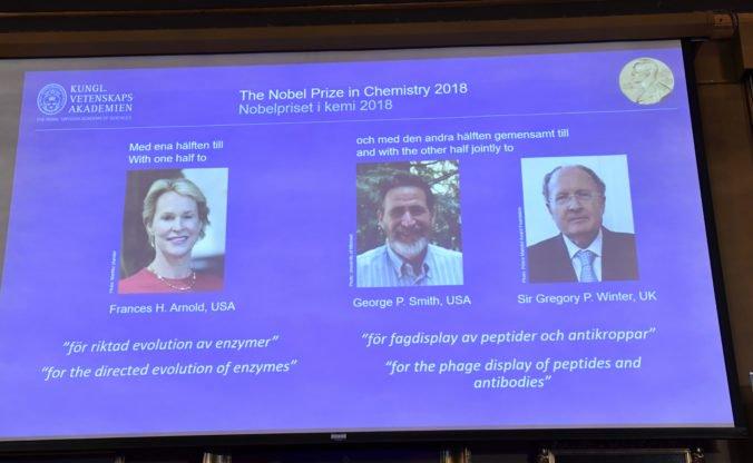 Nobelovu cenu za chémiu udelili za riadenú evolúciu enzýmov aj za zobrazenie peptidov a protilátok
