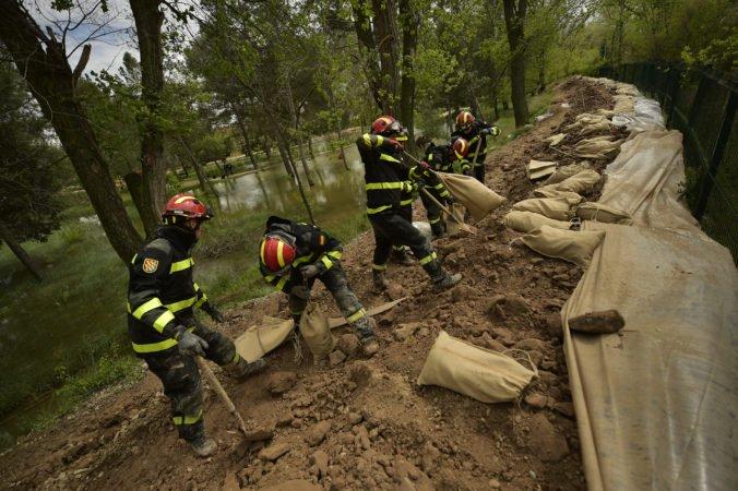 Video: Záplavy v Španielsku si vyžiadali niekoľko obetí, záchranári pátrajú po nezvestných osobách