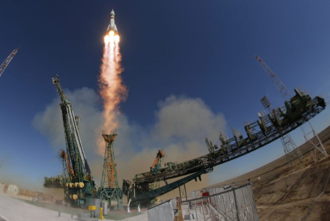 Rusko pozastavuje pilotované lety do vesmíru, kým nevyšetrí problémy spojené so štartom rakety