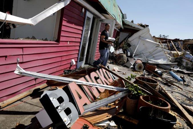 Foto: Hurikán Michael zanechal v Severnej Karolíne státisíce domácností bez elektriny