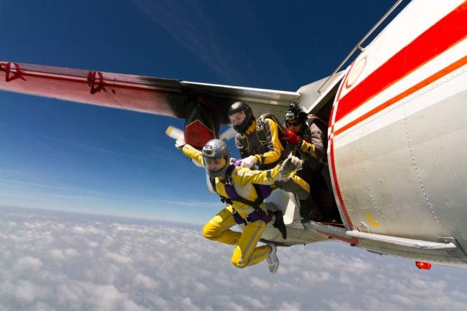 Americká parašutistka zomrela po zoskoku z lietadla, jej padák sa neotvoril