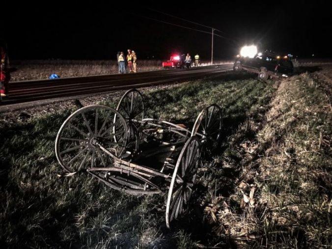 Automobil narazil zozadu do koča Amišov, zranení boli letecky transportovaní do nemocnice