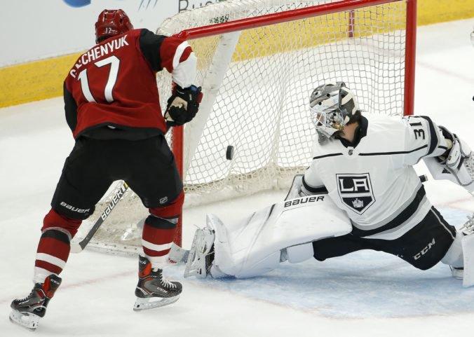"""Budaj poputuje z NHL na farmu, Quick sa plánuje vrátiť do bránky """"kráľov"""""""