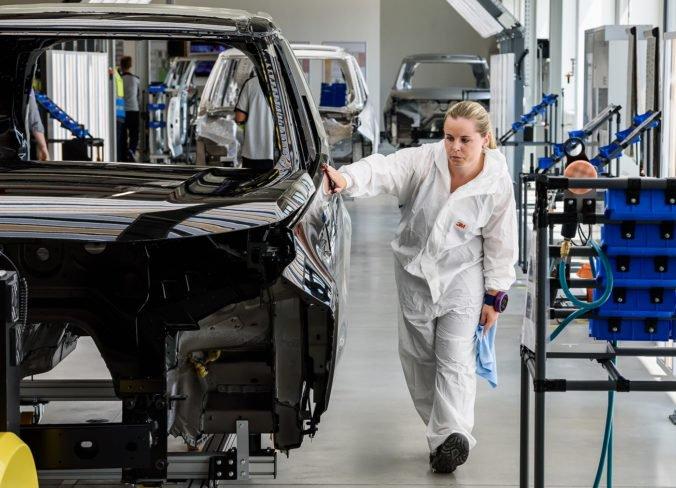 Jaguar Land Rover v Nitre zvyšuje platy zamestnancom, odborári sa dohodli s vedením závodu