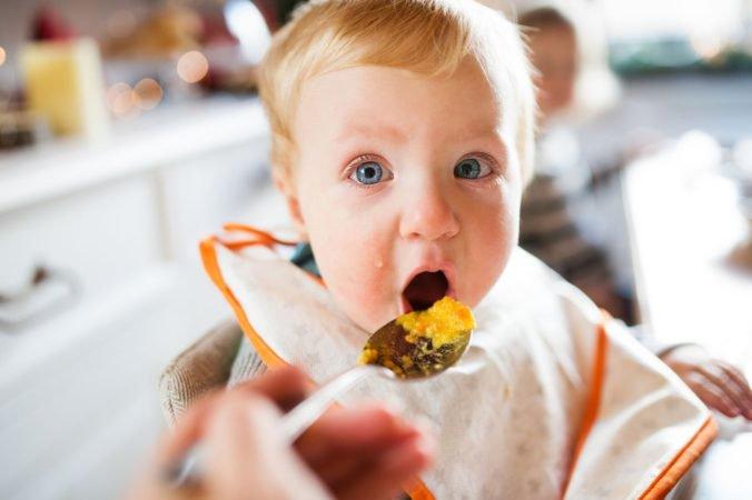 Batoľatá na Slovensku sa nezdravo stravujú, podľa pediatrov ich vyberavosť podporujú aj rodičia