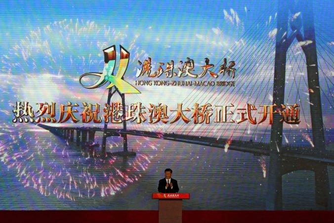 """Video: Otvorili najdlhší most na svete vedúci ponad more, miestni ho nazývajú """"Most smrti"""""""