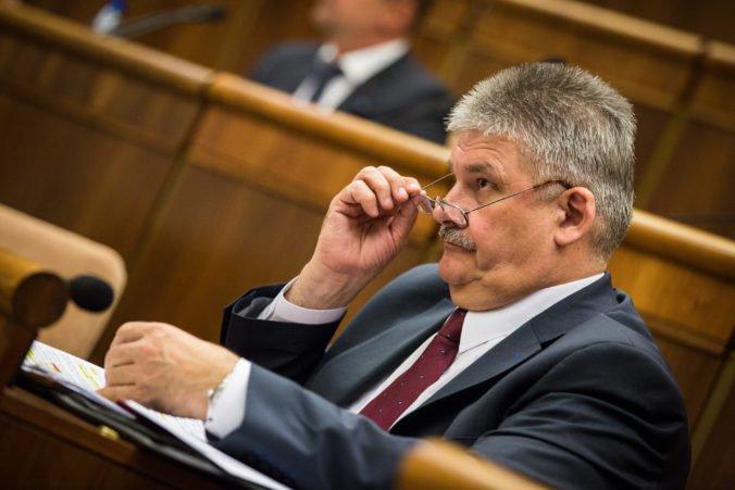 Cudzinci si zrejme budú môcť na Slovensku vybaviť prácu rýchlejšie, minister Richter chystá zmeny
