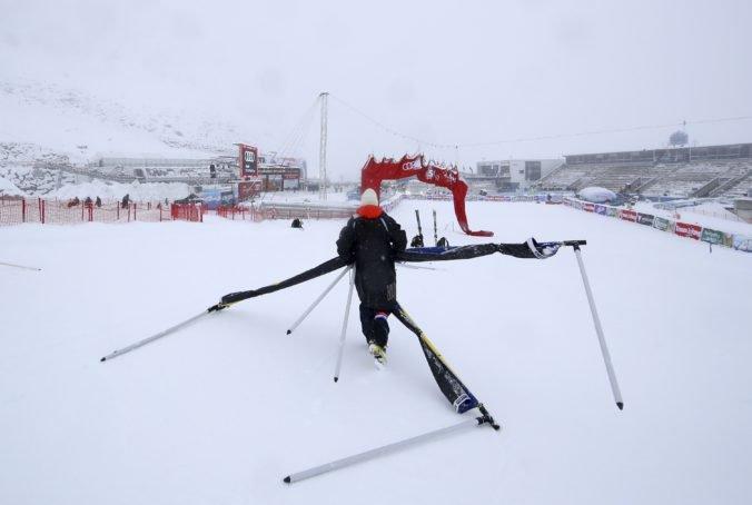 Štart obrovského slalomu mužov v Söldene zrušili, pretekov sa mali zúčastniť aj Žampovci