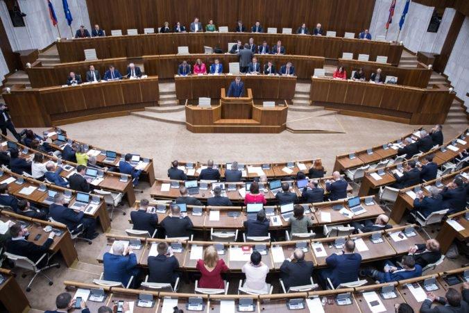Spôsob komunikácie poslancov vplýva na verejnosť, k zmene v spoločnosti došlo po vražde Kuciaka