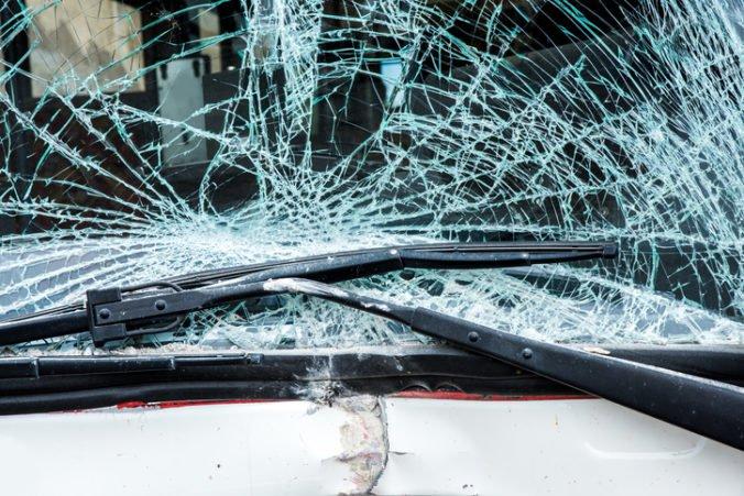 Pri Rusape došlo k čelnej zrážke autobusov, zahynuli desiatky cestujúcich