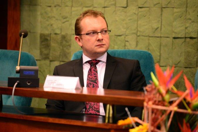 Rektor Hiadlovský verí, že očierňovanie UMB pre kauzu akademických titulov už nebude pokračovať