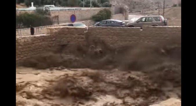 Video: Jordánsko zasiahli bleskové povodne, z mesta Petra evakuovali stovky turistov
