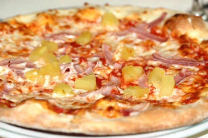 Stánkar z Detroitu, ktorý pľul do pizze, dostal podmienku