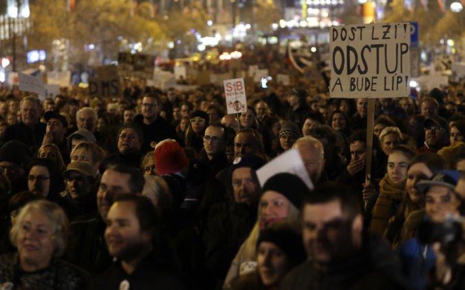 V Česku vyšli do ulíc tisíce ľudí, žiadajú demisiu Babiša