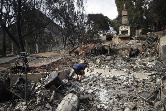 Video: Počet obetí požiarov v Kalifornii stúpol, desiatky ľudí sú stále nezvestné