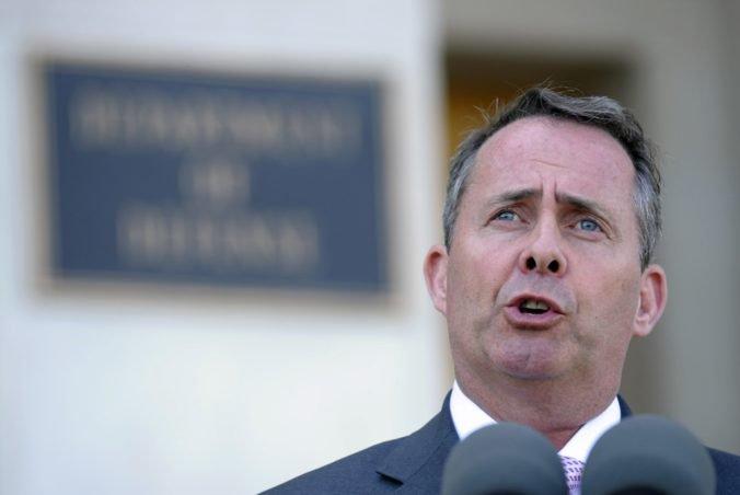 Britský minister Fox pripúšťa, že Veľká Británia odíde z Európskej únie bez dohody