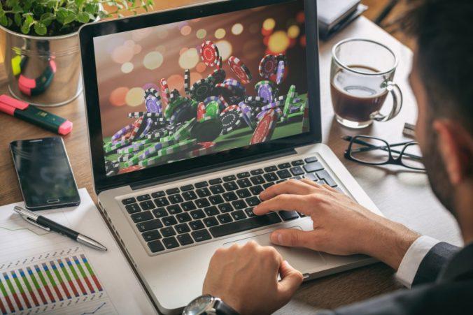 Finančná správa zakročila voči stovkám webových stránok s hazardom, zaslali im oficiálnu výzvu
