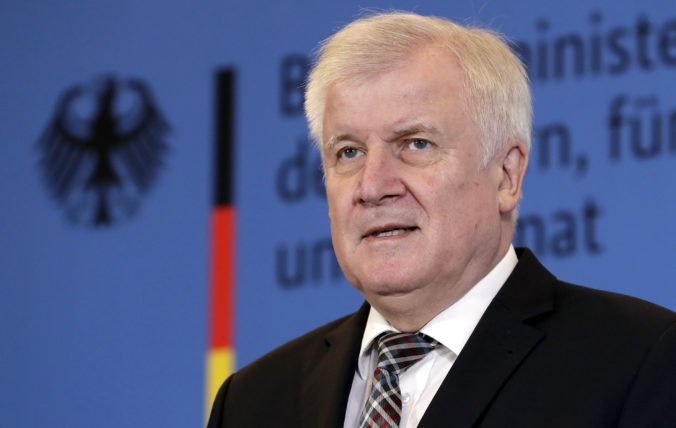 Seehofer sa rozhodol odstúpiť z čela CSU, o jeho nástupcovi rozhodnú na zjazde strany