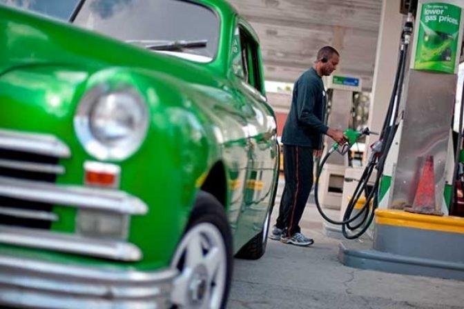 Slováci tankovali na čerpacích staniciach lacnejšie benzíny, ale aj naftu a LPG