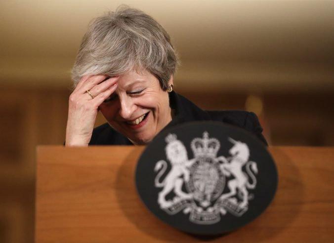 Premiérka Mayová varuje, že jej odvolanie nezjednoduší vyjednávanie o brexite