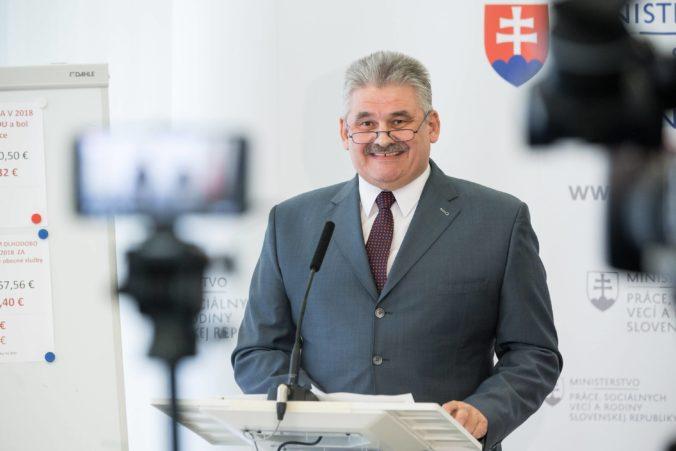 Nezamestnanosť na Slovensku klesla vo všetkých krajoch, minister Richter pochválil aj úrady práce
