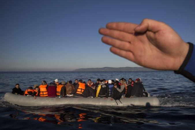 V Lamanšskom prielive zachránili migrantov, niektorých vrátili do Francúzska