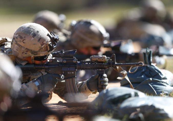 Spojené štáty znížia počet vojakov na hraniciach s Mexikom, ale ich nasadenie sa predĺži