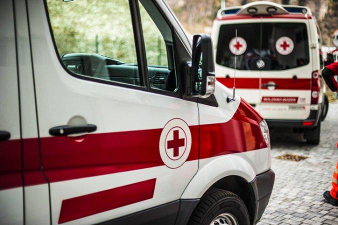 Vodiči sanitiek sú podozriví z kradnutia paliva, pomalšou jazdou možno zapríčinili smrť pacientov