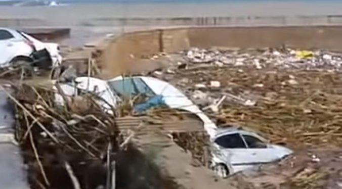 Video: Cyprus zasiahli prudké dažde, pre výpadky elektriny a povodne uzavreli všetky školy