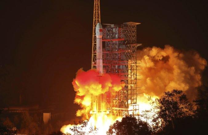 Čína vyslala sondu na odvrátenú stranu Mesiaca, bude skúmať povrch na južnom póle