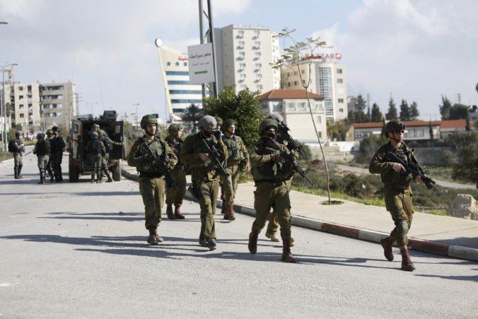 Izraelskí vojaci zatkli desiatky členov hnutia Hamas v reakcii na smrteľné útoky