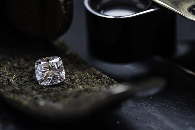 V kanadskej bani objavili najväčší diamant, ktorý váži viac ako 550 karátov