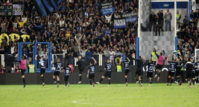 Pri stretoch fanúšikov Interu a Neapola zahynul človek, polícia žiada nielen zavrieť časť štadióna
