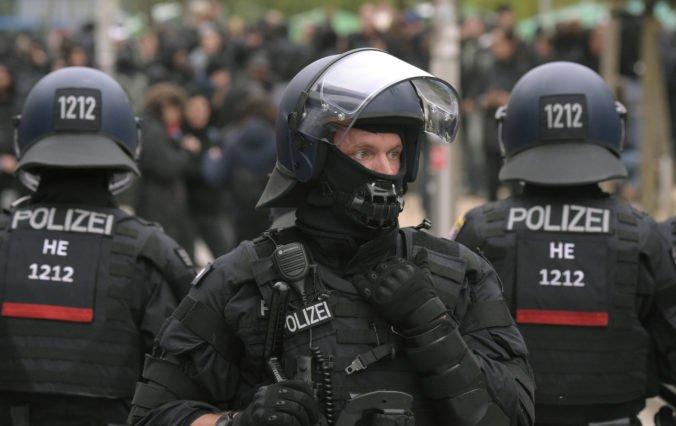 Polícia v Holandsku a Nemecku zatkla piatich mužov, ktorí plánovali teroristický útok