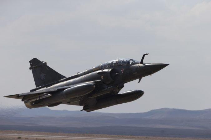 Pilota a navigátora spadnutej stíhačky Mirage 2000D vyhlásila francúzska armáda za mŕtvych