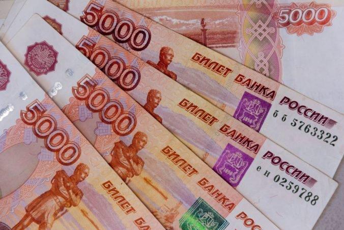 Rusko po úsilí podporiť rubeľ opäť obnoví nákupy zahraničných mien na voľnom trhu