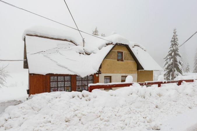 Žilinský kraj stále bojuje so snehom, mimoriadna situácia zostáva v ôsmich obciach